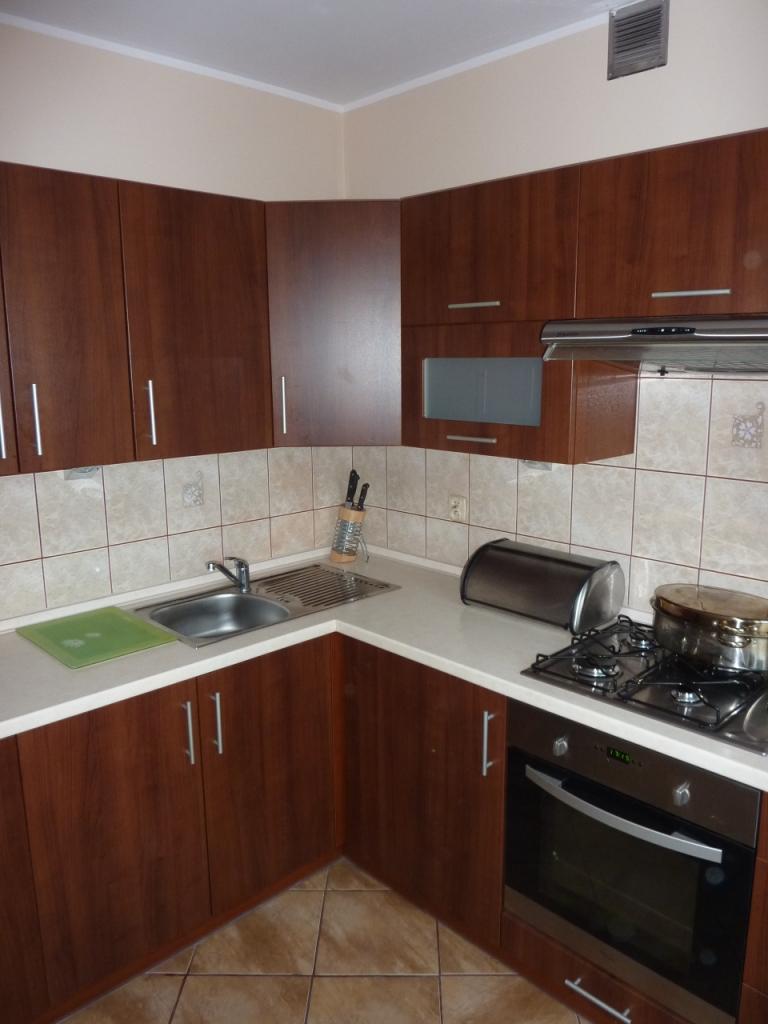 nowoczesna mała kuchnia, meble kuchenne projekt, meble kuchenne łódź tanio