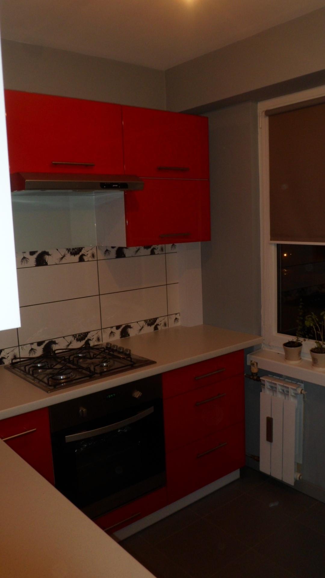 Nowoczesna kuchnia biało czerwona -> Kuchnia Na Wymiar W Bloku Cena
