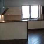 kuchnia otwarta na salon Warszawa, barek w meblach kuchennych Warszawa, meble kuchenne warszawa
