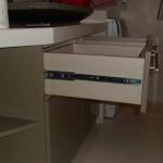 meble lakierowane łazienkowe, zabudowa umywalki, szafki do łazienki