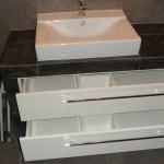 nowoczesna zabudowa umywalki, meble na wymiar łazienka, łazienka lakier wysoki połysk