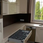 lakierowane meble kuchenne, mała kuchnia aranżacje, mała kuchnia projekt