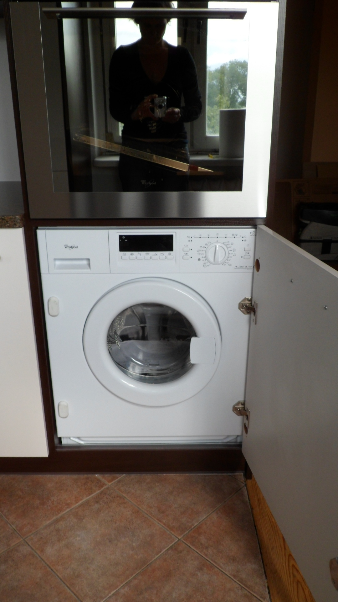 pralka zabudowana w kuchni