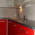 galeria zdjęć, realizacja zabudowy kuchennej lakierowanej Warszawa, odważna czerwono waniliowa zabudowa kuchenne