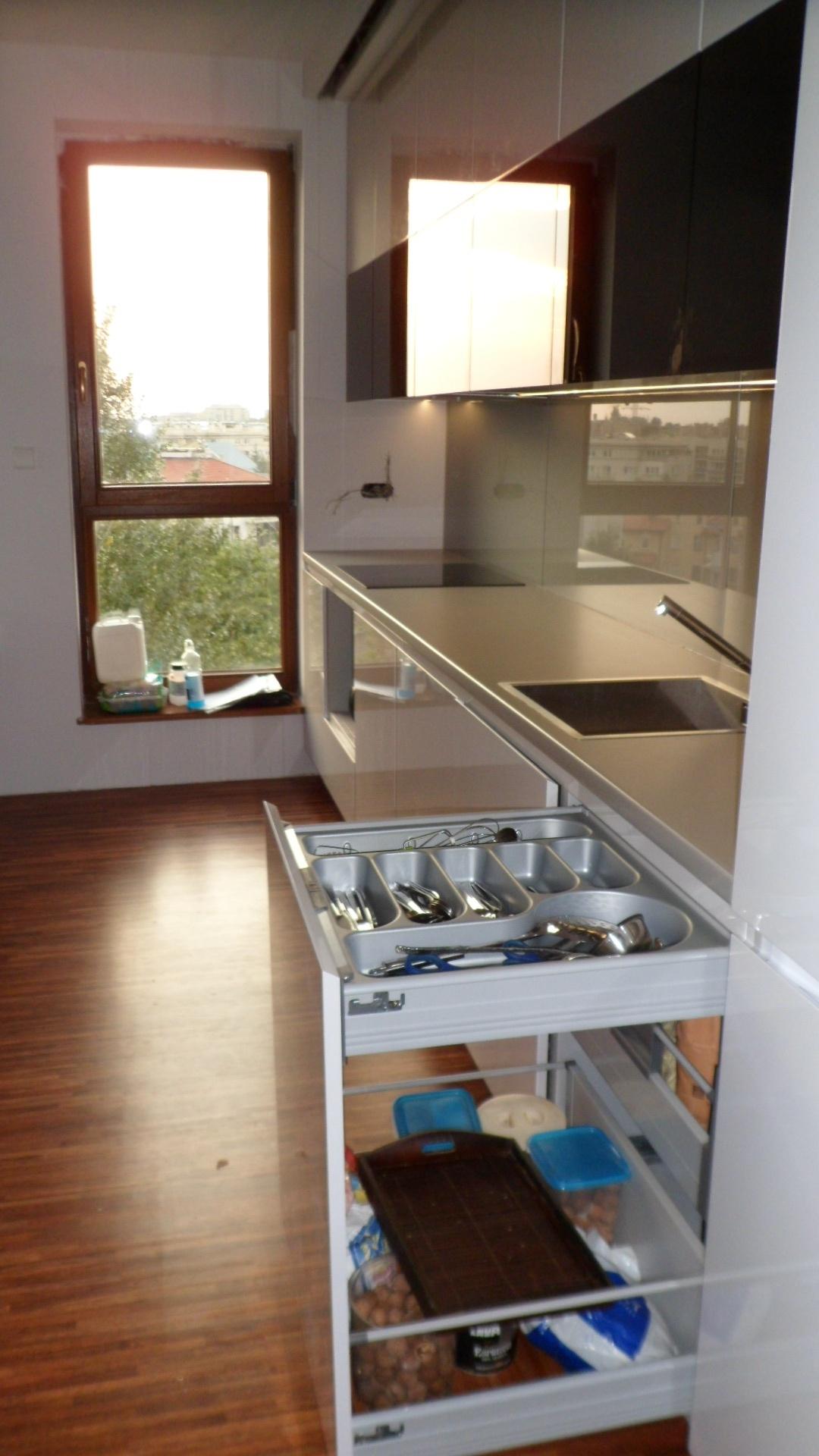 Nowoczesne meble kuchenne lakierowane, czarne meble kuchenne, białe kuchnie zdjęcia,