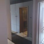 Szafa wnękowa z szklanymi drzwiam